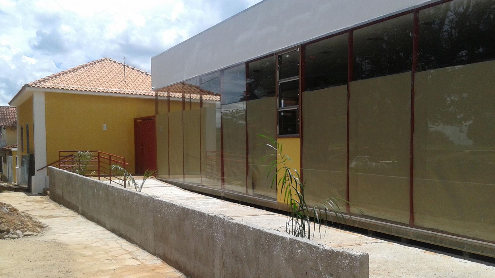 faculdade-keppe-pacheco-paredes-de-vidro-biblioteca-vista-externa