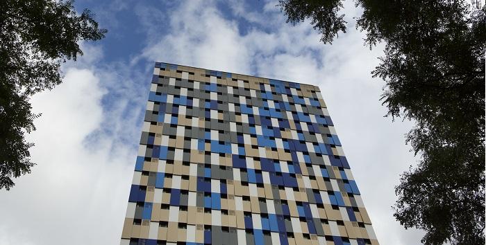 fachada-de-hotel-interage-com-pedestres-em-sao-paulo-01